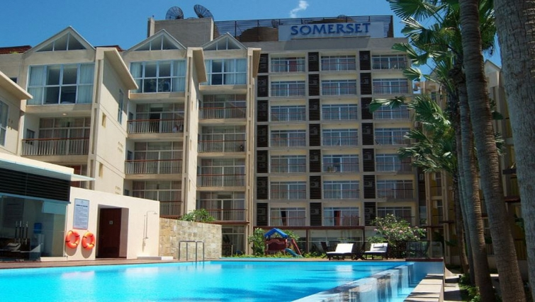 Amazing pool area in Somerset West Lake Apartments - Citybase Apartments
