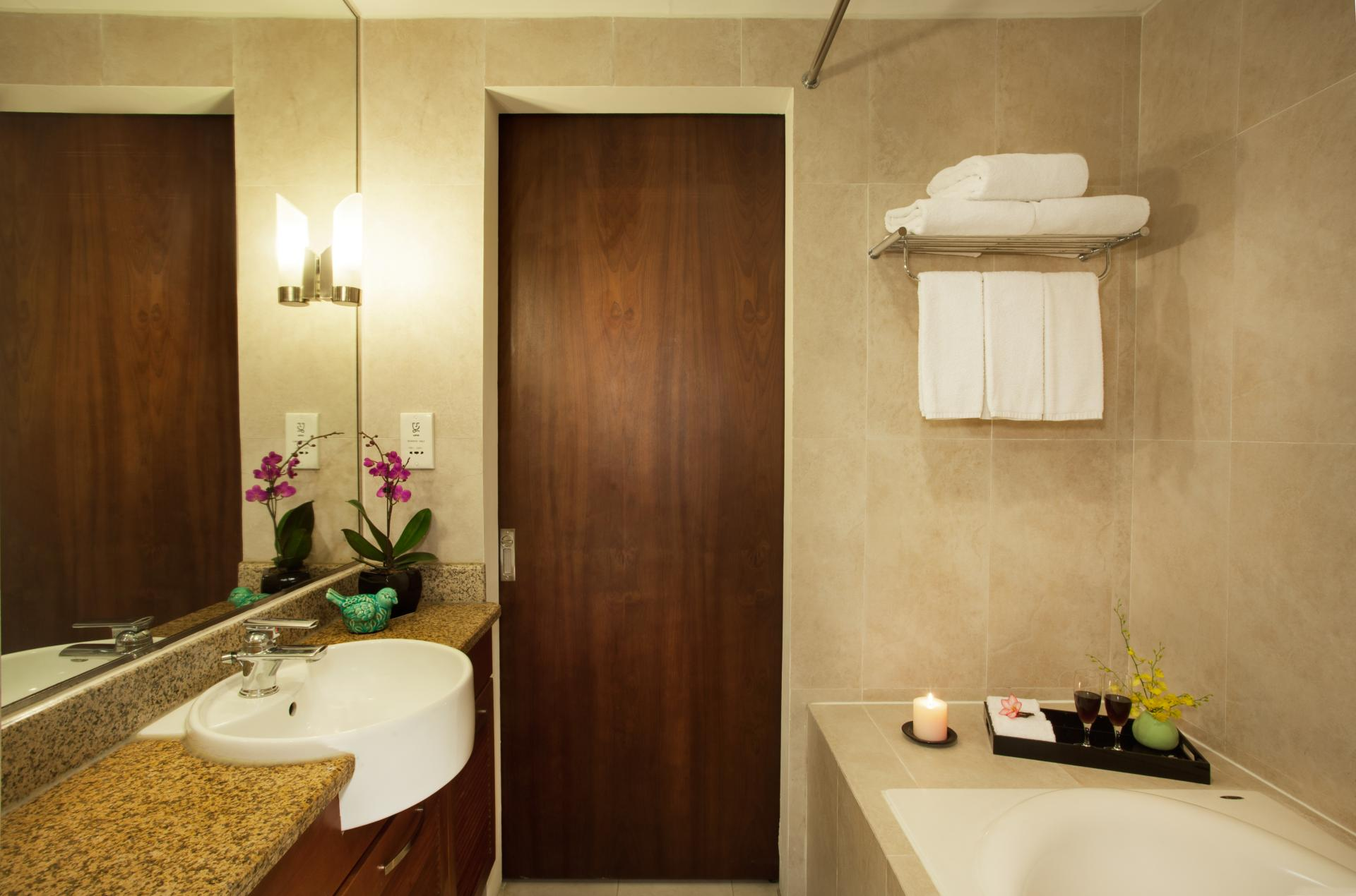 Bathroom at Somerset West Lake Apartments - Citybase Apartments