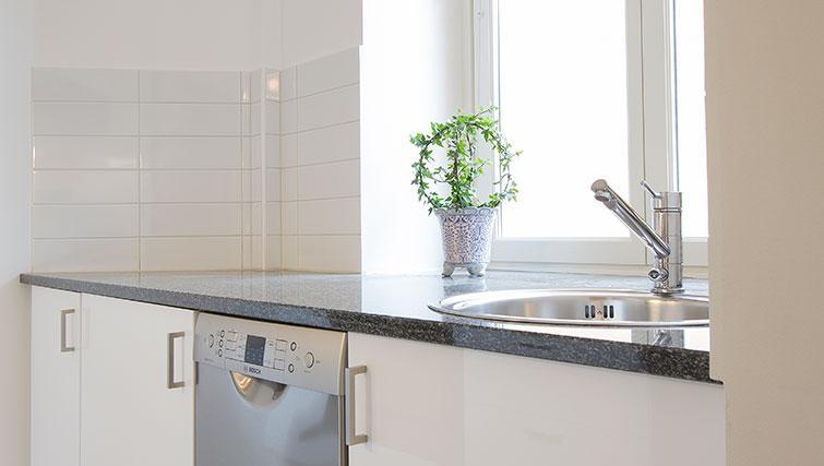 Simple kitchen in Upplandsgatan Apartments - Citybase Apartments