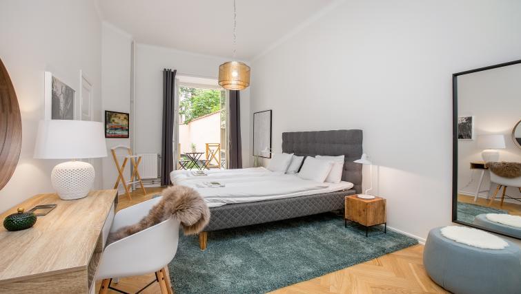 Spacious bedroom in Upplandsgatan Apartments - Citybase Apartments