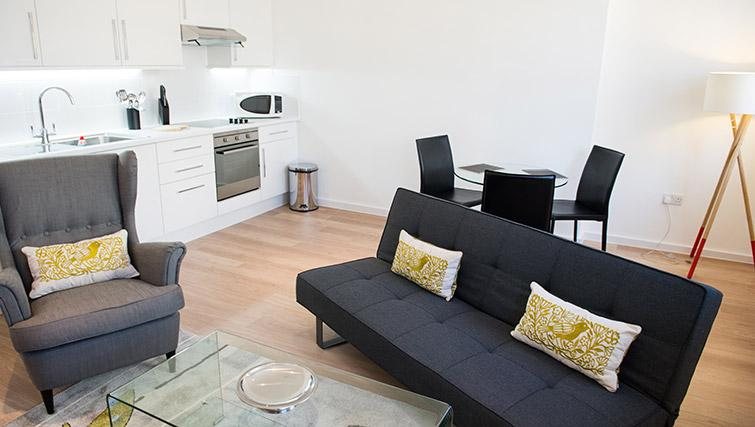 Living room at West End by Q Apartments - Citybase Apartments