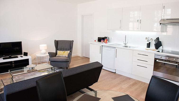 Bright living area at West End by Q Apartments - Citybase Apartments