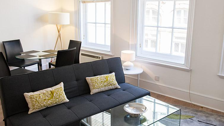 Living space at West End by Q Apartments - Citybase Apartments
