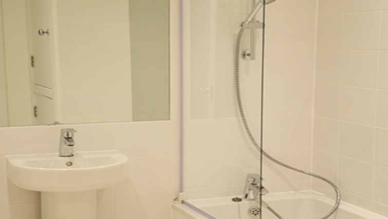 Ideal bathroom at West End by Q Apartments - Citybase Apartments