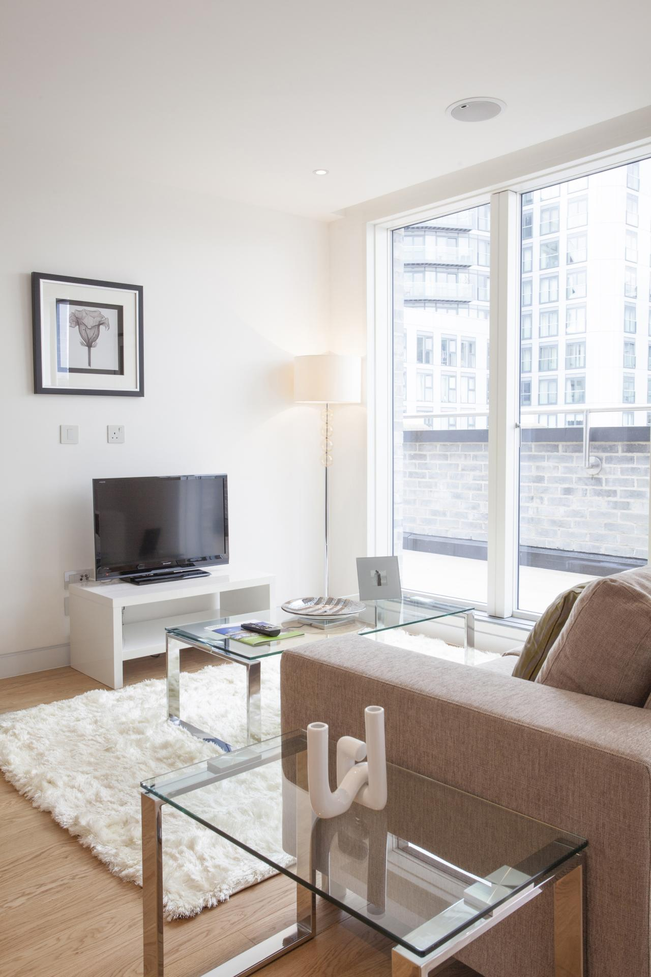 TV at London Square Apartments - Citybase Apartments