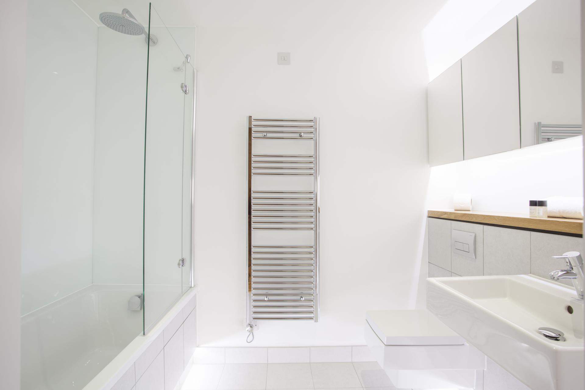 Bath at London Square Apartments - Citybase Apartments