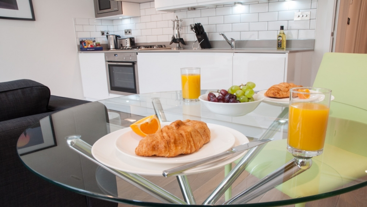 Kitchen at Clarendon Chandos Place - Citybase Apartments