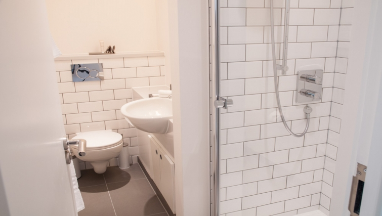 Shower room at Clarendon Chandos Place - Citybase Apartments