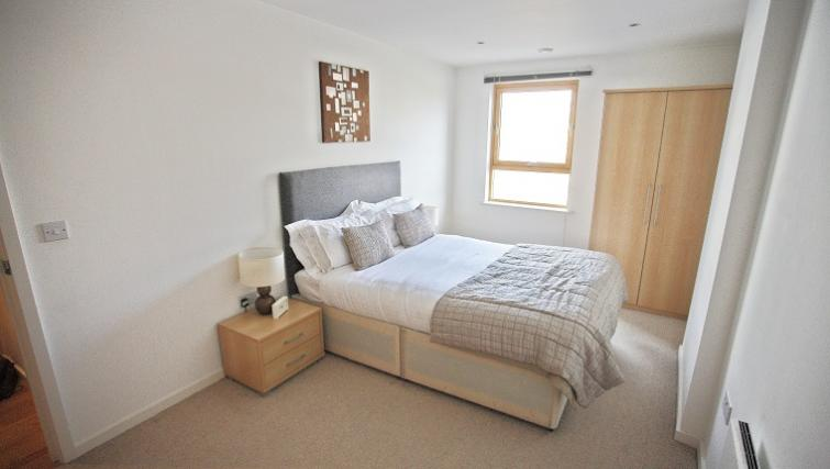 Spacious bedroom in Gateway Apartments - Citybase Apartments
