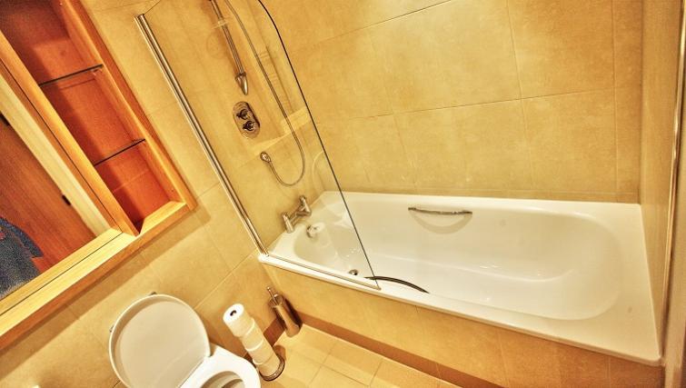 Pristine bathroom in Gateway Apartments - Citybase Apartments