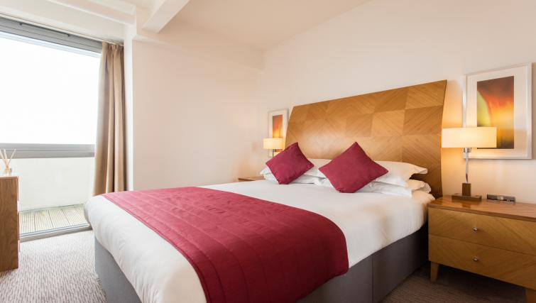 Stylish bedroom in Premier Suites Nottingham - Citybase Apartments
