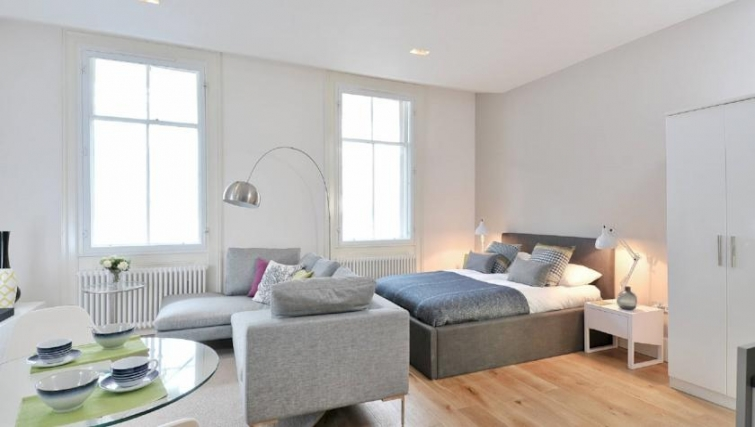 Luxurious bedroom in St Andrew Square Apartments - Citybase Apartments
