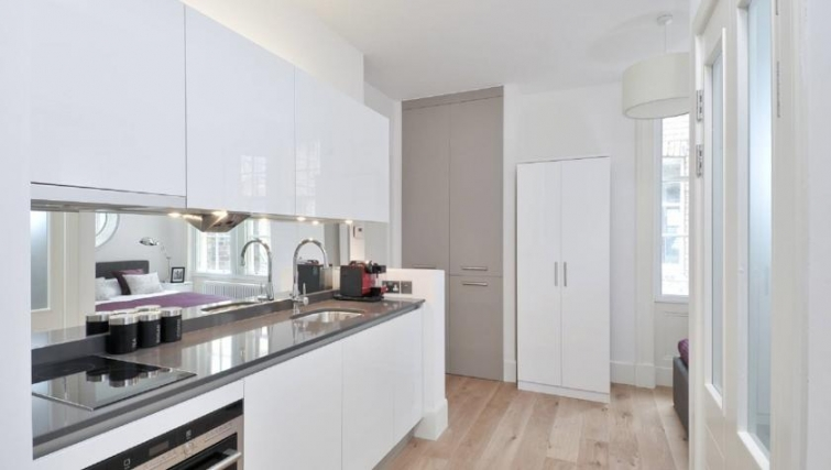 Immaculate kitchen in St Andrew Square Apartments - Citybase Apartments