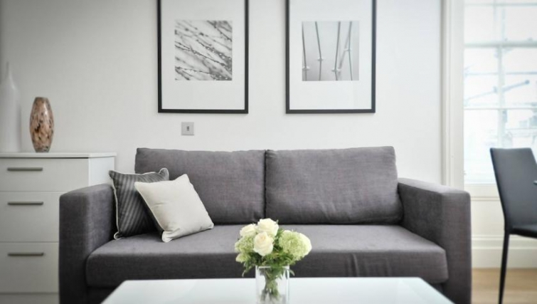 Stylish living area in St Andrew Square Apartments - Citybase Apartments