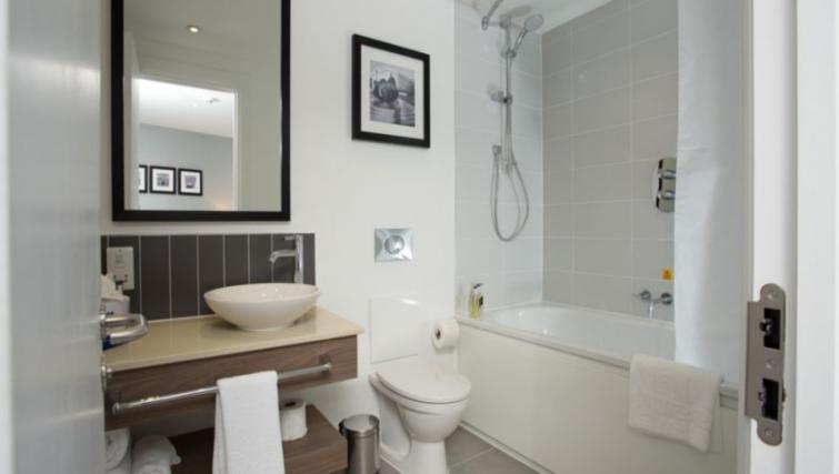 Pristine bathroom in Staybridge Suites Birmingham - Citybase Apartments