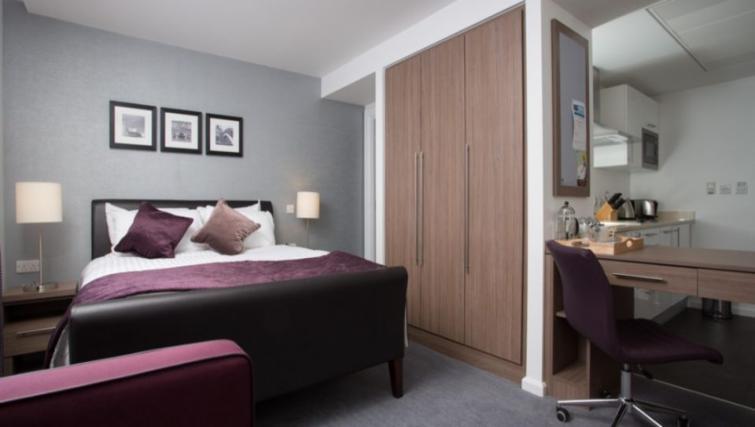 Stylish bedroom in Staybridge Suites Birmingham - Citybase Apartments