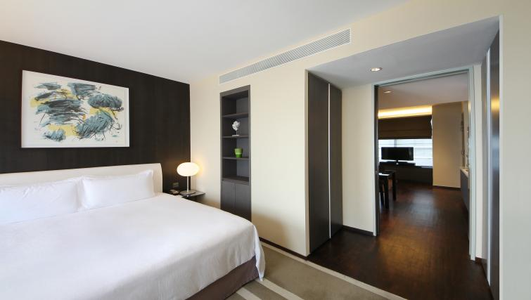Double bedroom at Pan Pacific Serviced Suites Orchard, Singapore - Citybase Apartments