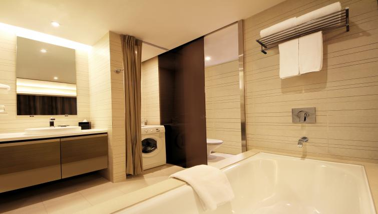 Bath at Pan Pacific Serviced Suites Orchard, Singapore - Citybase Apartments