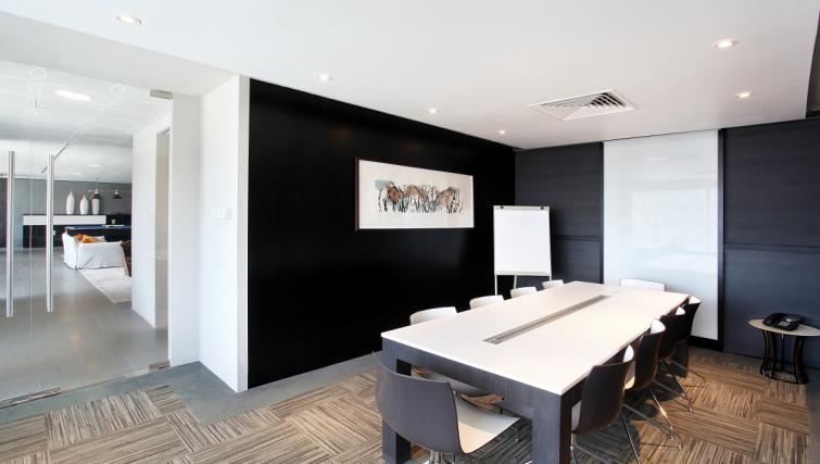 Spacious meeting room at Pan Pacific Serviced Suites Orchard, Singapore - Citybase Apartments