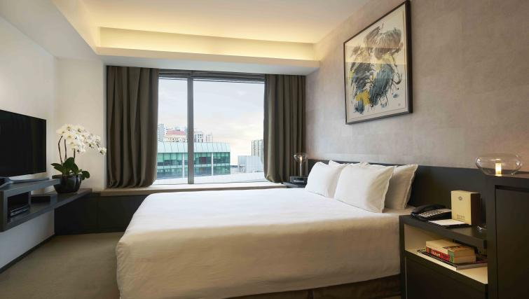 Double bed at Pan Pacific Serviced Suites Orchard, Singapore - Citybase Apartments
