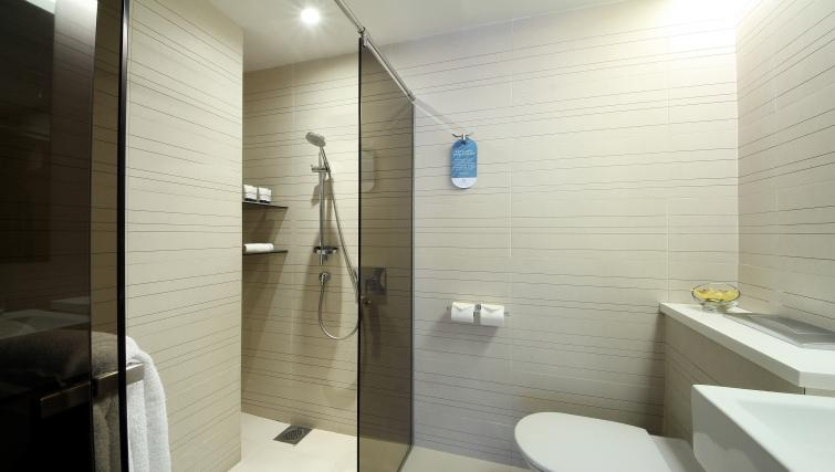 Shower at Pan Pacific Serviced Suites Orchard, Singapore - Citybase Apartments