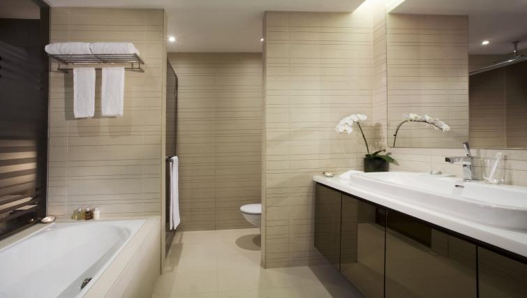 Shower room at Pan Pacific Serviced Suites Orchard, Singapore - Citybase Apartments