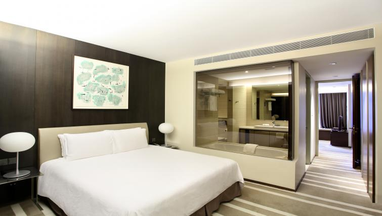 Bright bedroom at Pan Pacific Serviced Suites Orchard, Singapore - Citybase Apartments