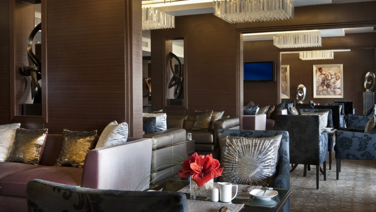 Excellent communal lounge at Dusit Thani LakeView Cairo Apartments - Citybase Apartments