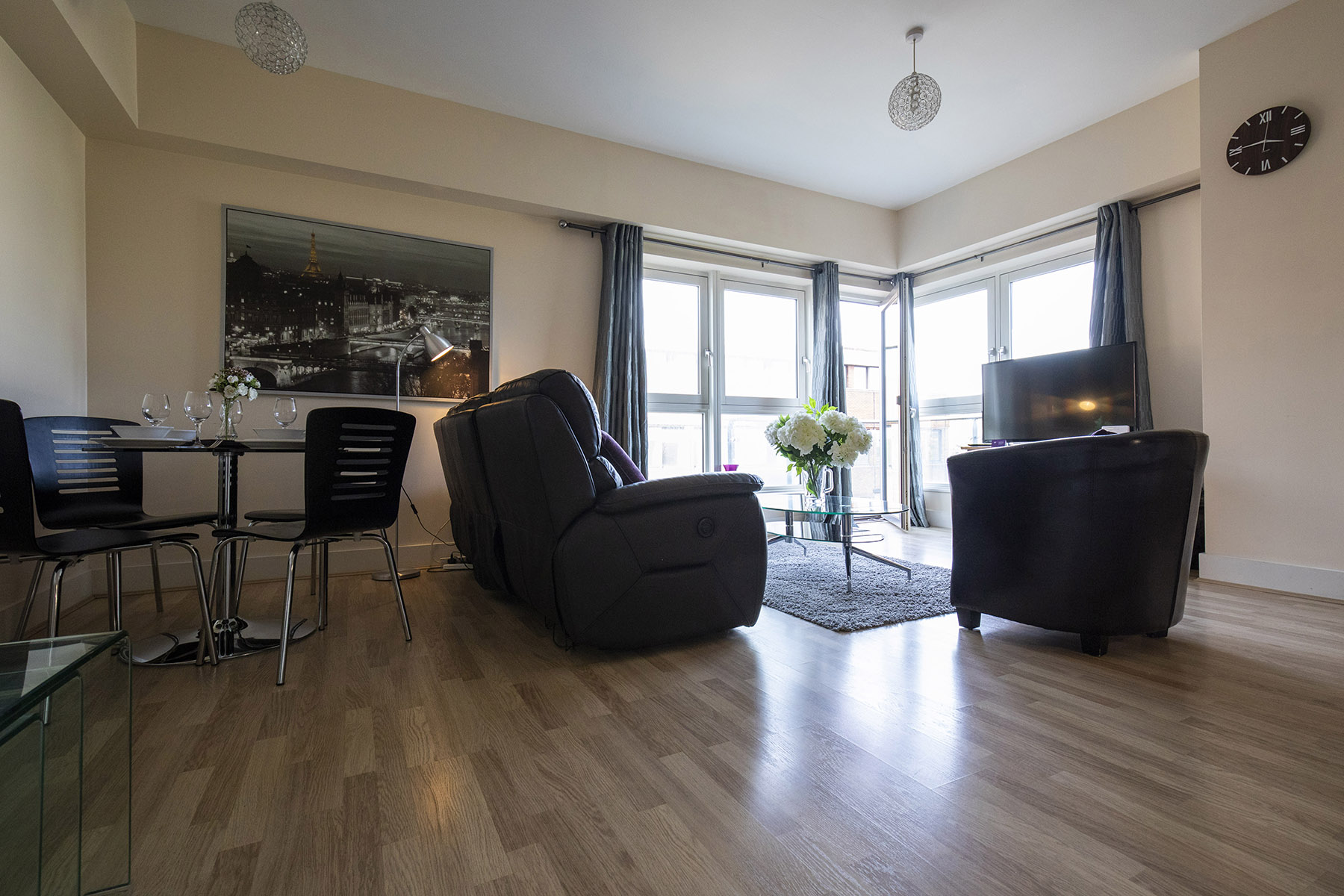 Living area at Flexi-Let Skyline Plaza Apartments, Centre, Basingstoke - Citybase Apartments