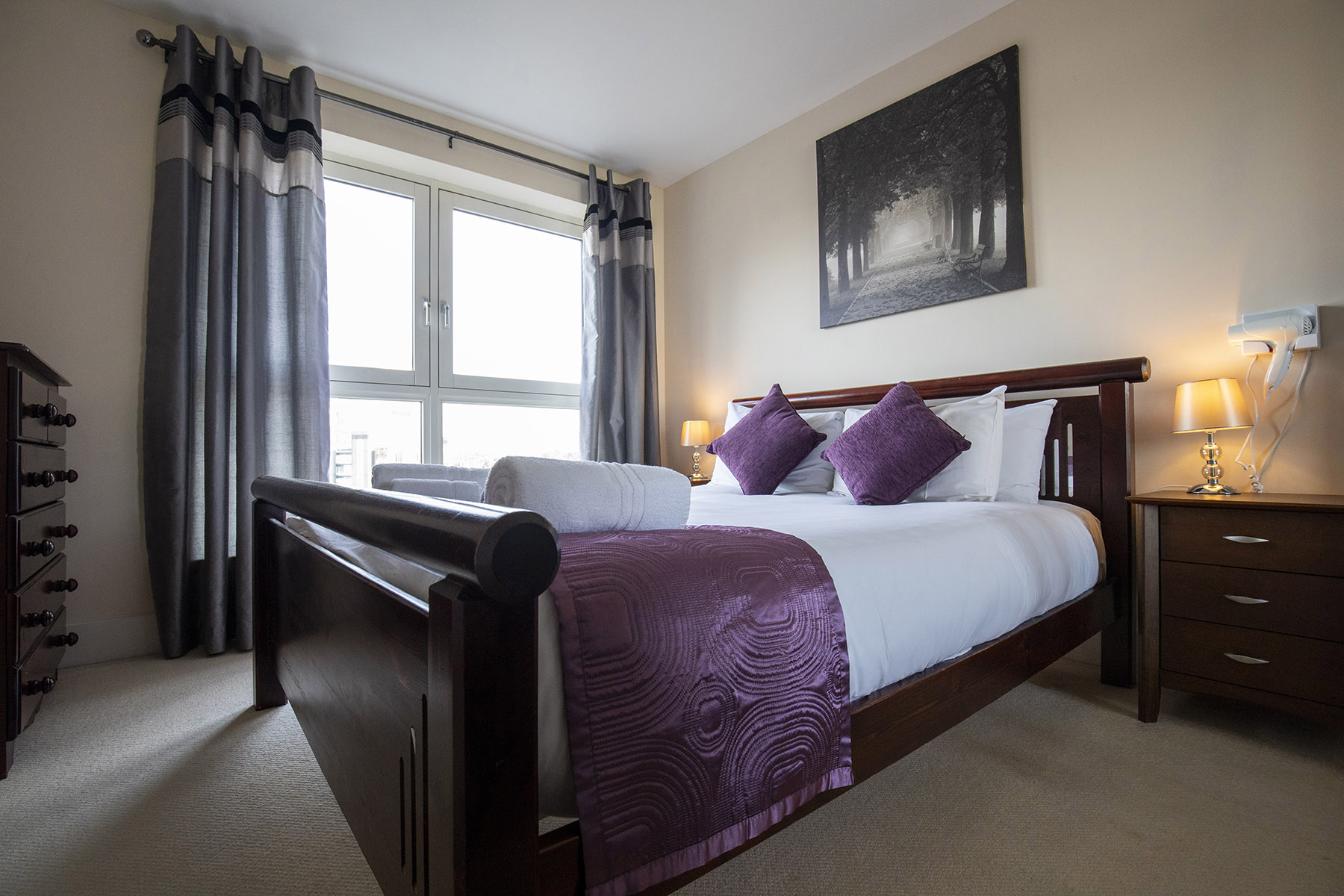 Bedroom at Flexi-Let Skyline Plaza Apartments, Centre, Basingstoke - Citybase Apartments