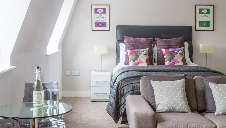 Bright bedroom in SACO Manchester - Piccadilly - Citybase Apartments