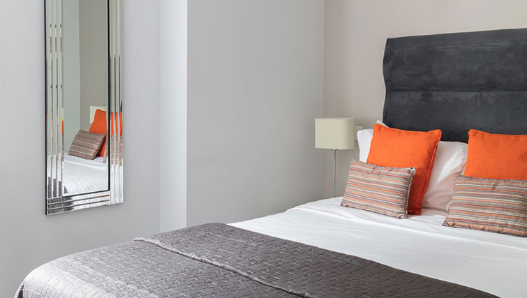 Orange and grey bed in SACO Manchester - Piccadilly - Citybase Apartments