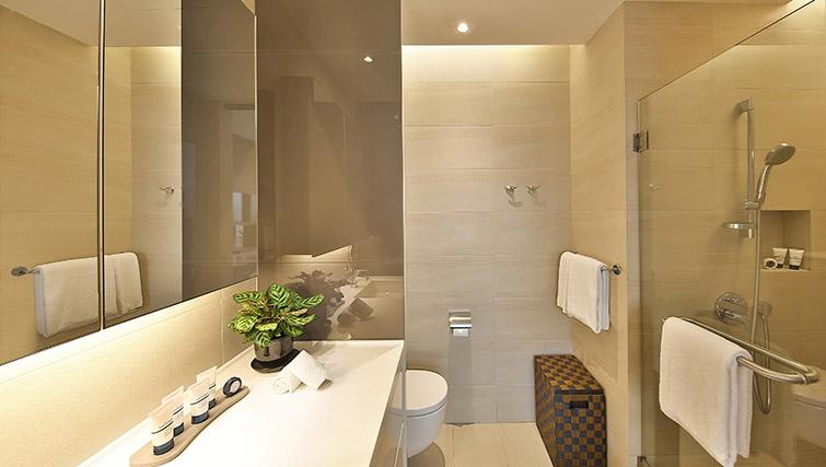 Full bathroom at Pan Pacific Serviced Suites Beach Road, Singapore - Citybase Apartments