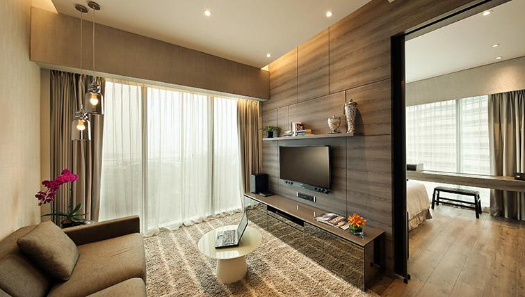 Living space at Pan Pacific Serviced Suites Beach Road, Singapore - Citybase Apartments