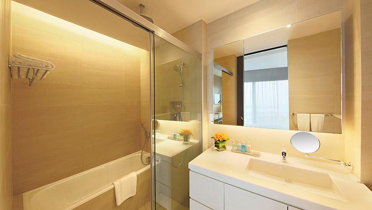 Modern bathroom at Pan Pacific Serviced Suites Beach Road, Singapore - Citybase Apartments