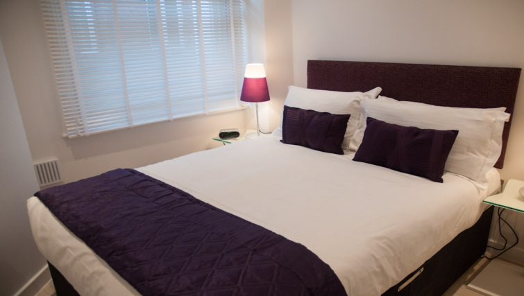 Luxurious bedroom at Clarendon West Street - Citybase Apartments