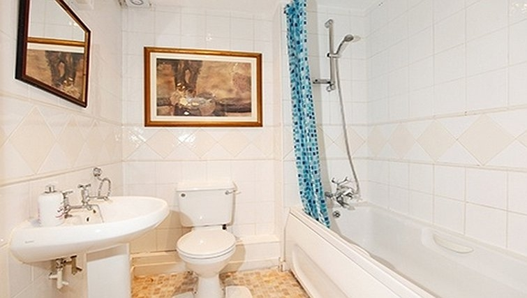 Ideal bathroom in Packington Place Apartments - Citybase Apartments