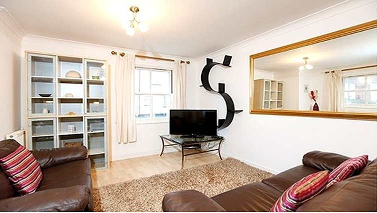 Stylish living area in Packington Place Apartments - Citybase Apartments