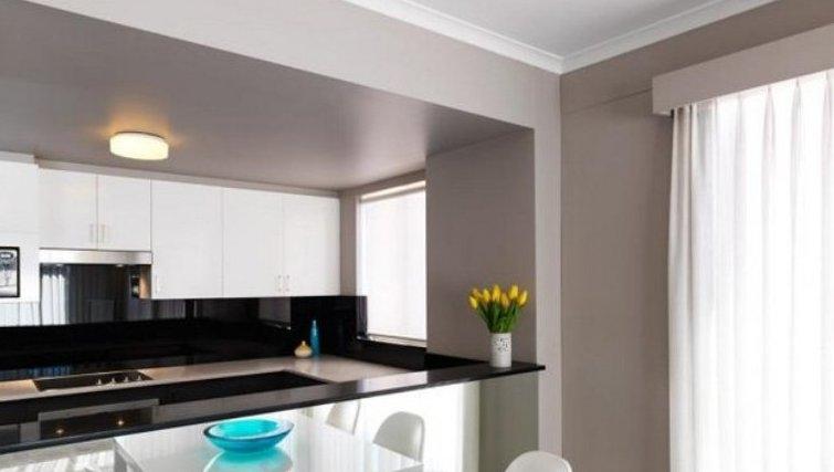 Bright kitchen in Adina Apartment Hotel Sydney, Surry Hills - Citybase Apartments