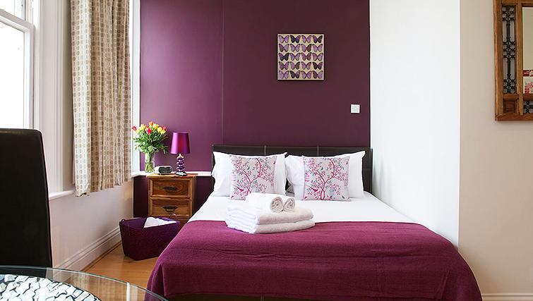 Modern bedroom at Flying Butler Longridge Road Apartments - Citybase Apartments