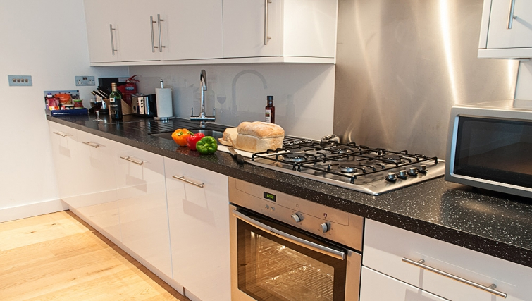 Compact kitchen at Clarendon 36 Wellington Street - Citybase Apartments
