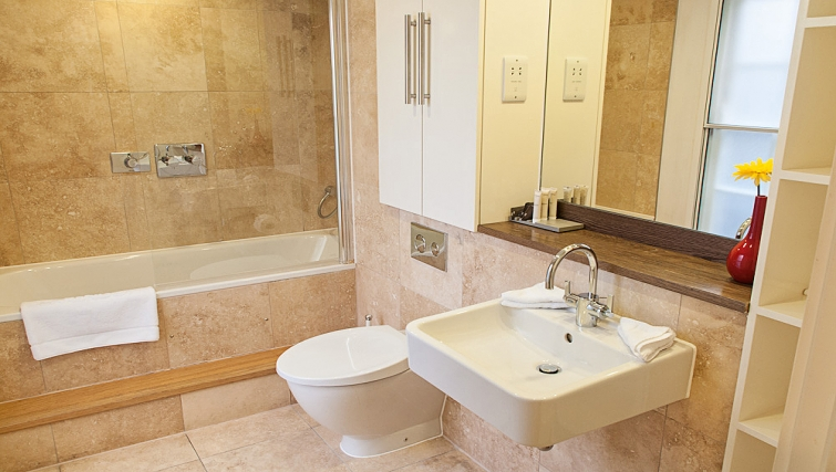 Ideal bathroom at Clarendon 36 Wellington Street - Citybase Apartments