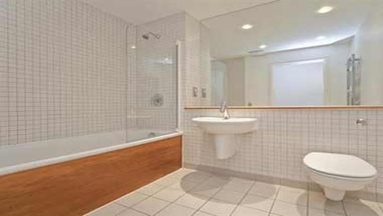 Pristine bathroom in Brewhouse Yard Apartments - Citybase Apartments