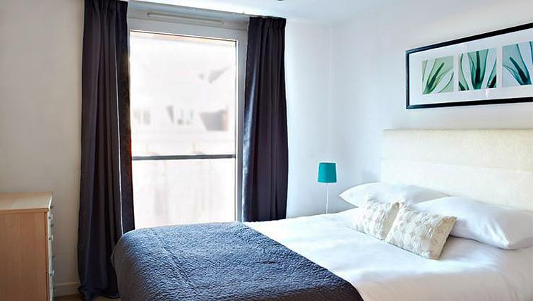 Tranquil bedroom in Brewhouse Yard Apartments - Citybase Apartments