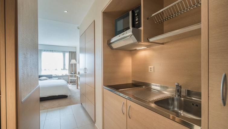 Modern kitchen in Starling Residence - Citybase Apartments