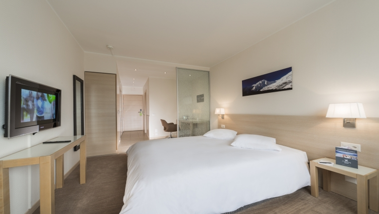 Bright bedroom in Starling Residence - Citybase Apartments