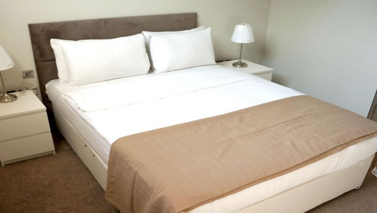 Cosy bedroom in a duplex at So Arch Way Apartments - Citybase Apartments