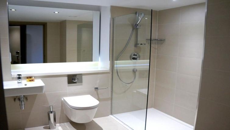 Ideal bathroom at So Arch Way Apartments - Citybase Apartments