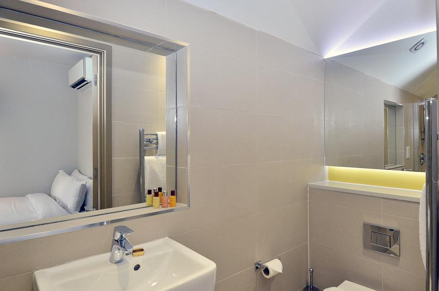 En-suite at So Arch Way Apartments - Citybase Apartments