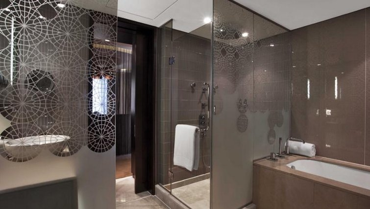 Spectacular bathroom of W Doha Hotel & Residences - Citybase Apartments